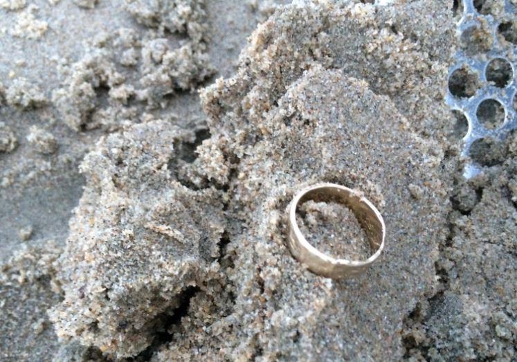 Trouwring gevonden in zee
